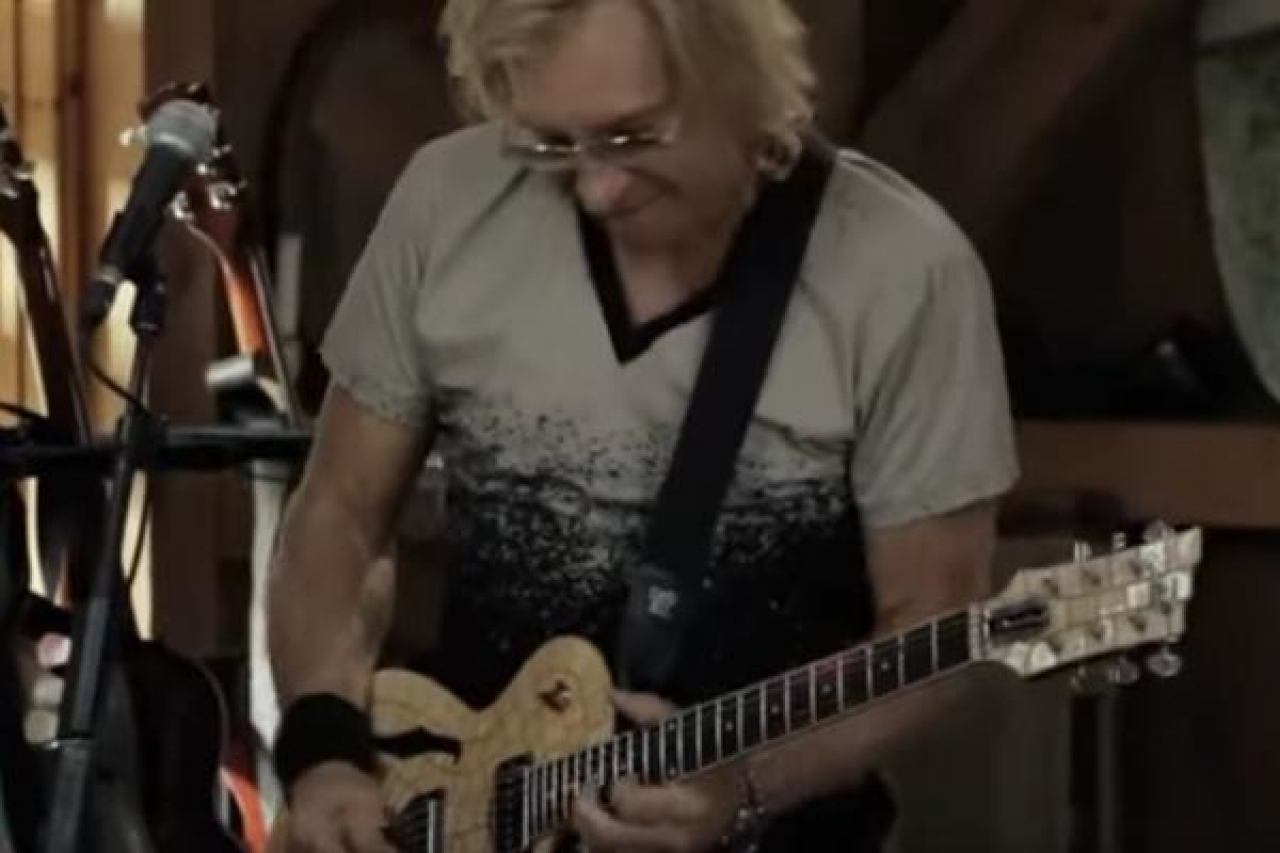 joe walsh and daryl hall perform 'life's been good' live from